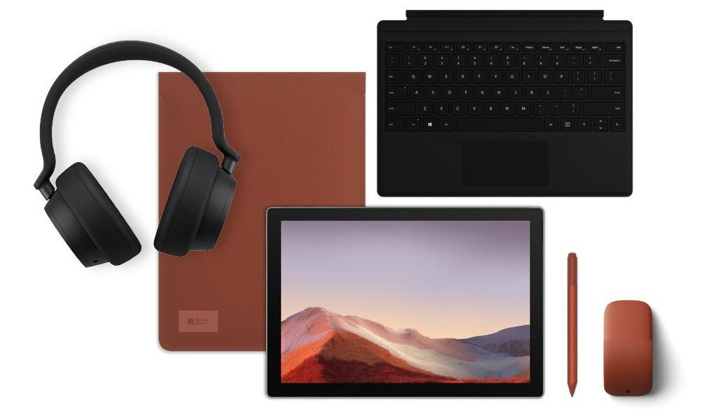 带多个配件的 Surface Pro 7