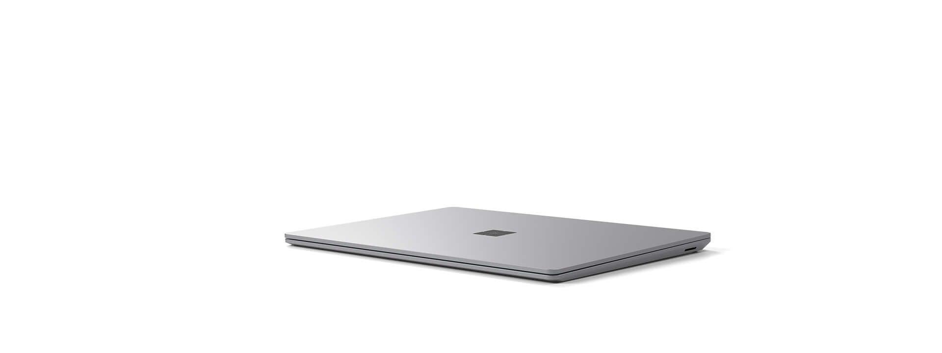 合上的Surfae Laptop 4 亮铂金