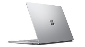打开的 Surface Laptop 4 的侧视图